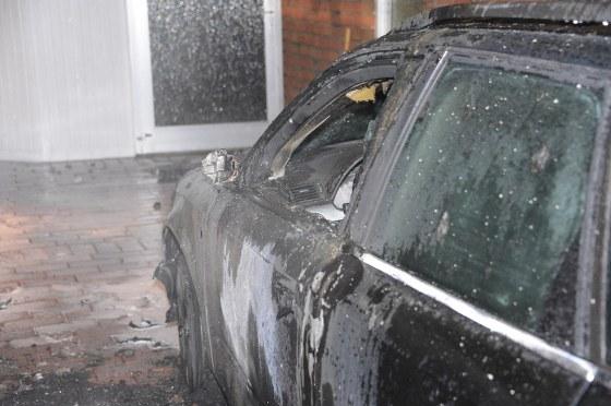Eine Garage am Habichtsweg in Varensell ist völlig ausgebrannt.
