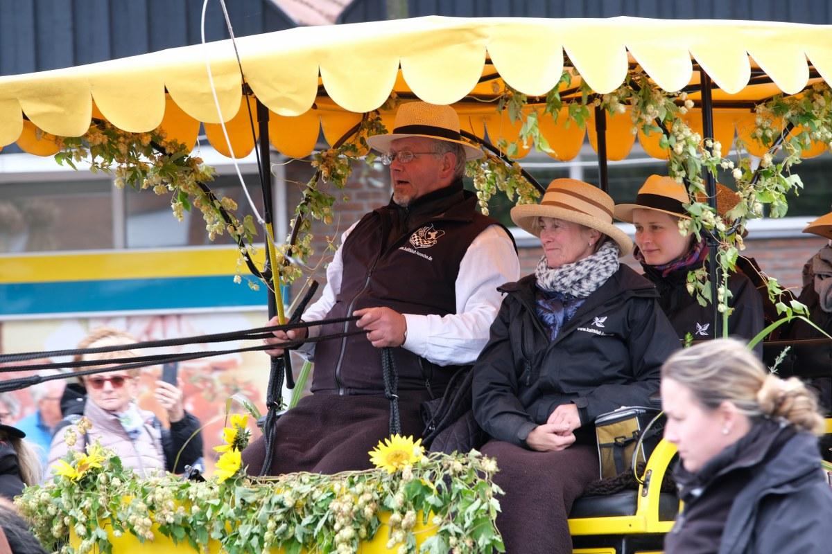 Zahlreiche Aktive gestalteten den 68. Umzug zum Clarholzer Erntedank.