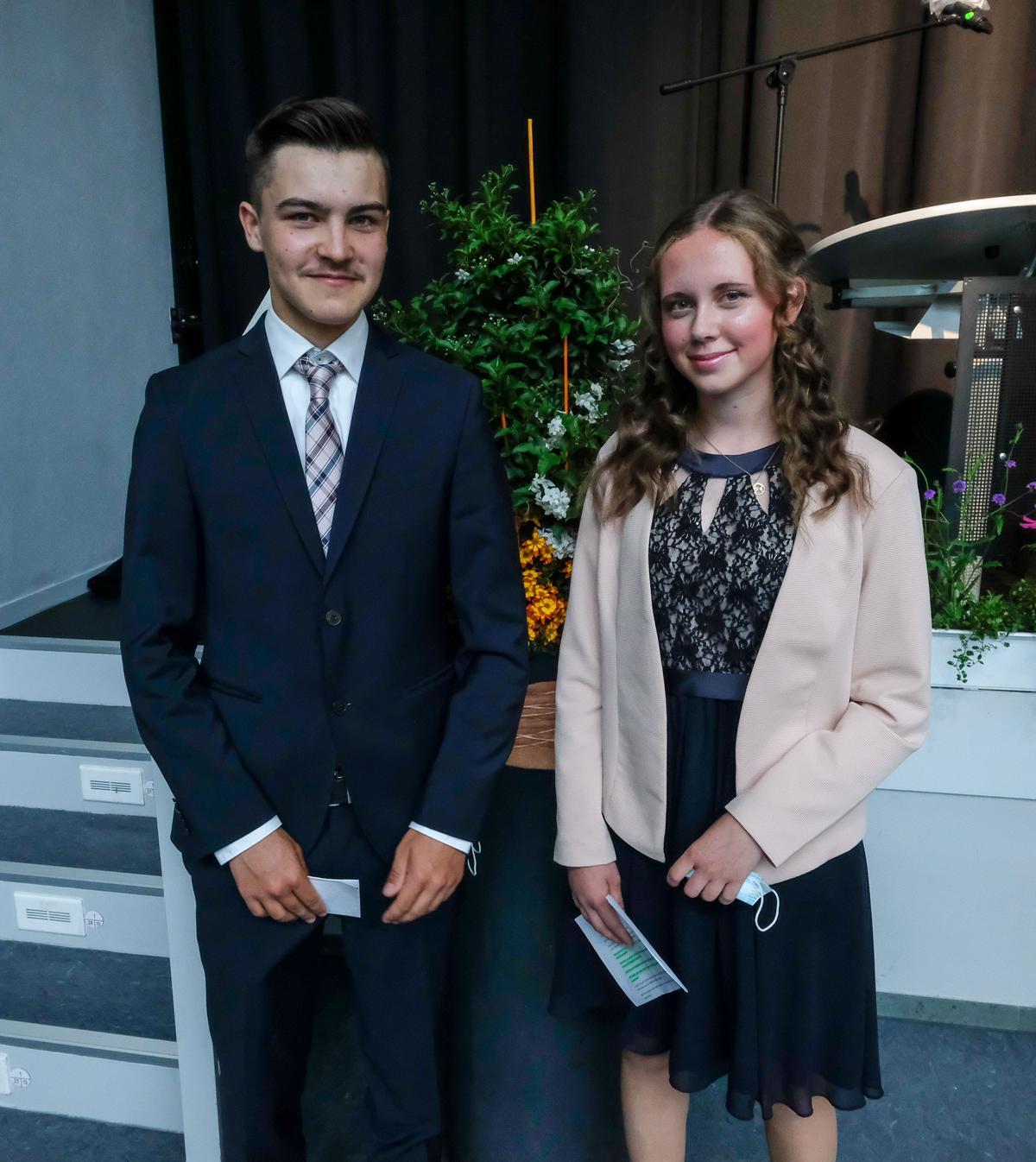 Die Klassensprecher Philipp Konheisner und Sophie Flitter erinnerten ihre Mitschüler der Klasse 10.7 in ihrer Rede an viele schöne, gemeinsam erlebte Dinge. Fotos: Schomakers