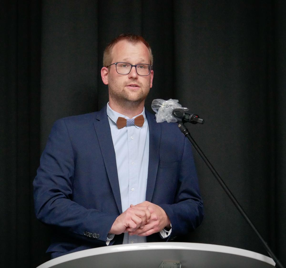 Das Grußwort von Bürgermeister Berthold Lülf verlas Matthias Heuckmann, Abteilungsleitung Klassen 8-10 in Ennigerloh. Fotos. Schomakers