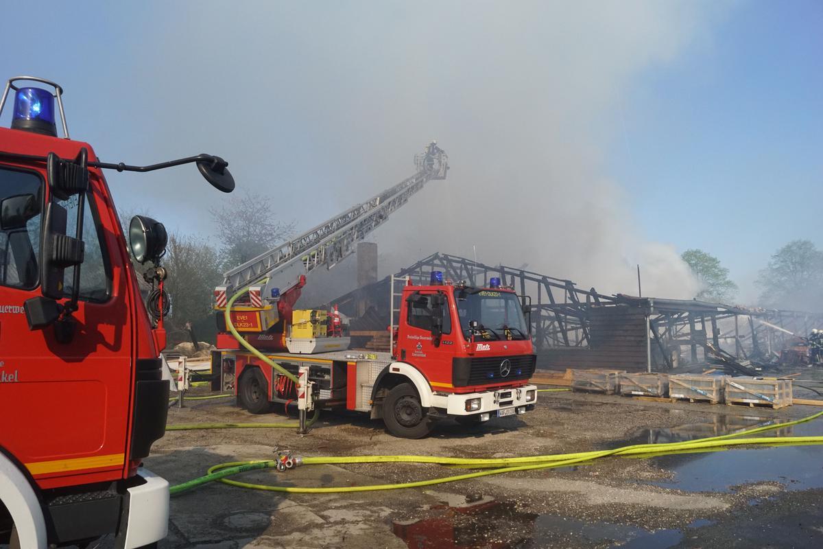 Großeinsatz für die Löschzüge in Everswinkel und Umgebung. Nach ersten Schätzungen beläuft sich der Schaden auf rund 140.000 Euro.