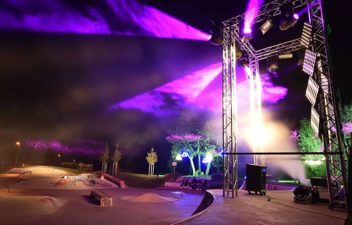 """In ein ungewöhnliches Licht getaucht worden ist der Flora-Westfalica-Park in Rheda-Wiedenbrück bei der Veranstaltung """"Nachts im Park. Zur besonderen Atmosphäre trugen auch diverse Klangerlebnisse bei. Fotos: Rollié/Werneke"""
