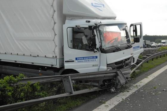 Auf der A2 auf Höhe des Gewerbegebiets Aurea geriet ein LKW auf die Mittelleitplanke.