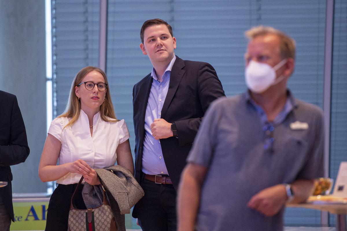 Zufrieden mit dem Ergebnis: Berit Seidel und Patrick Büker von der FDP.