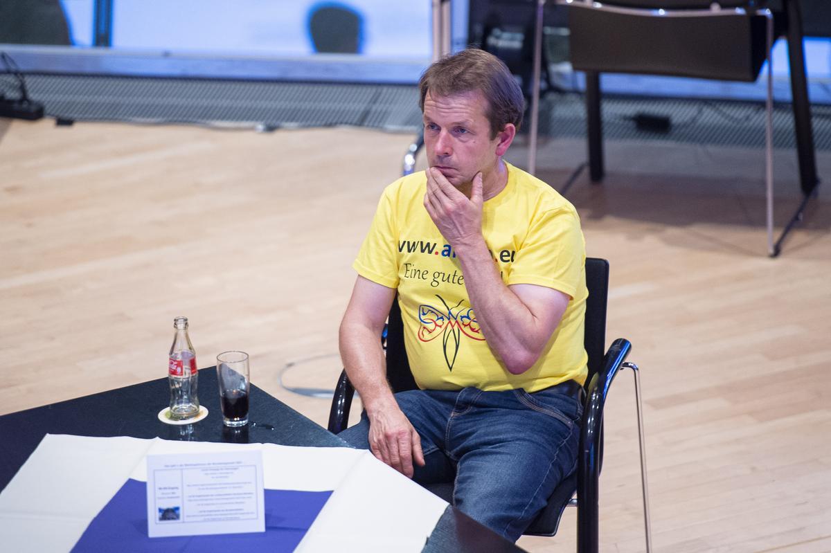 Als Einzelkandidat ohne Chance: Werner Martinschledde aus Bokel bekam 0,15 Prozent der Stimmen. Er verfolgte das Geschehen im Kreishaus.