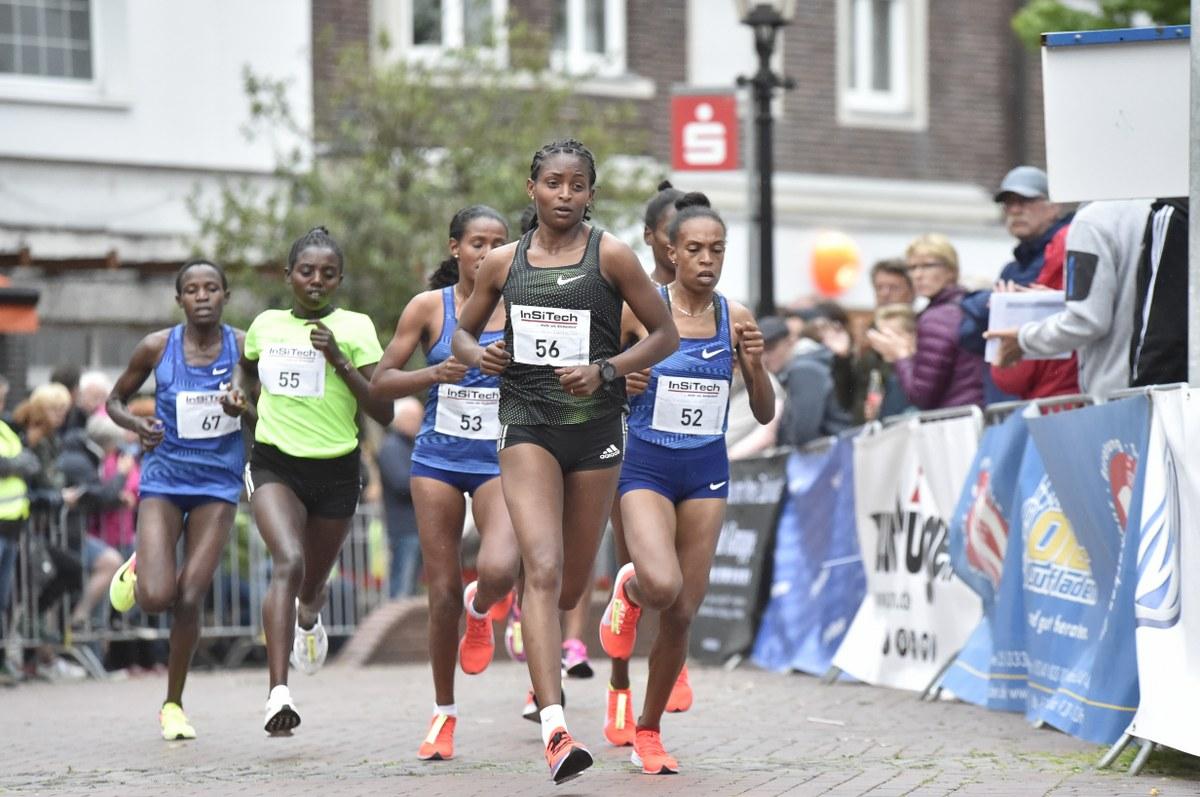 Beim 22. Oelder Sparkassen Citylauf erlebten die Zuschauer erneut spannende und hochklassige Wettbewerbe. Bilder: Rollié