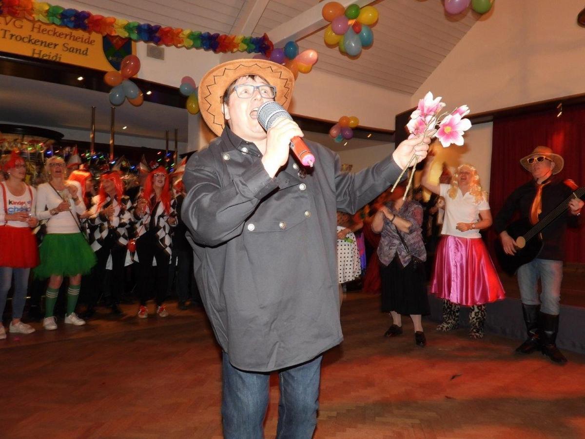 Ausgelassen feierte die Karnevalsgesellschaft Heckerheide im Waldschlösschen.