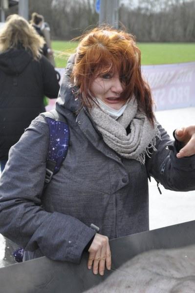 Tierrechtsaktivisten haben am Samstag in Rheda-Wiedenbrück den Verkehr vorübergehend ausgebremst. Sie legten eine Kreuzung unweit des Fleischwerks Tönnies für Minuten lahm. Fotos: Stephan