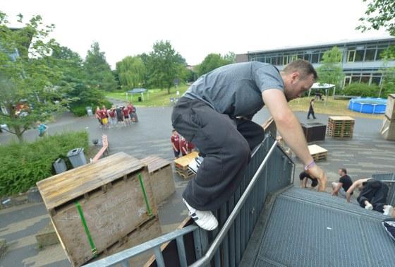 200 Traceure aus ganz Deutschland haben am Wochenende beim achten Parcour-Camp in Gütersloh viele waghaslsige, aber gekonnte Sprünge gezeigt, um Hindernisse zu überwinden.