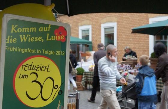 """Das Frühlingsfest der Telgter Hanse """"Komm auf die Wiese, Luise""""."""
