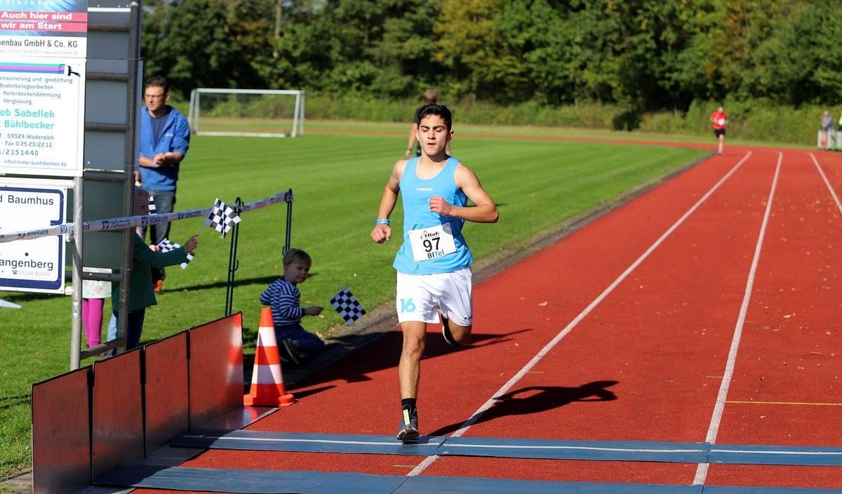Zweiter über fünf Kilometer:Lukas Botrus von der LG Oelde/Wadersloh. Fotos: Kreisel