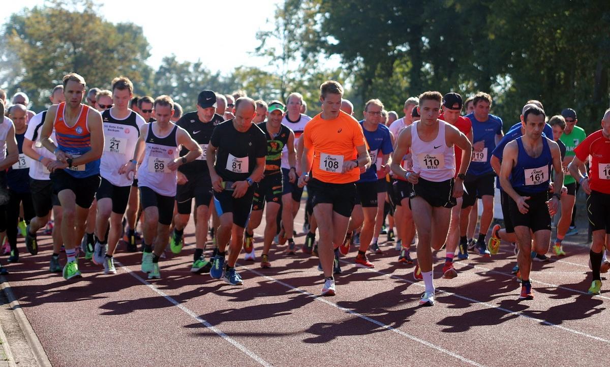 Nach einjähriger Auszeit sind beim 16. Wadersloher Volkslauf 140 Athleten über fünf und zehn Kilometer an den Start gegangen. Fotos: Kreisel