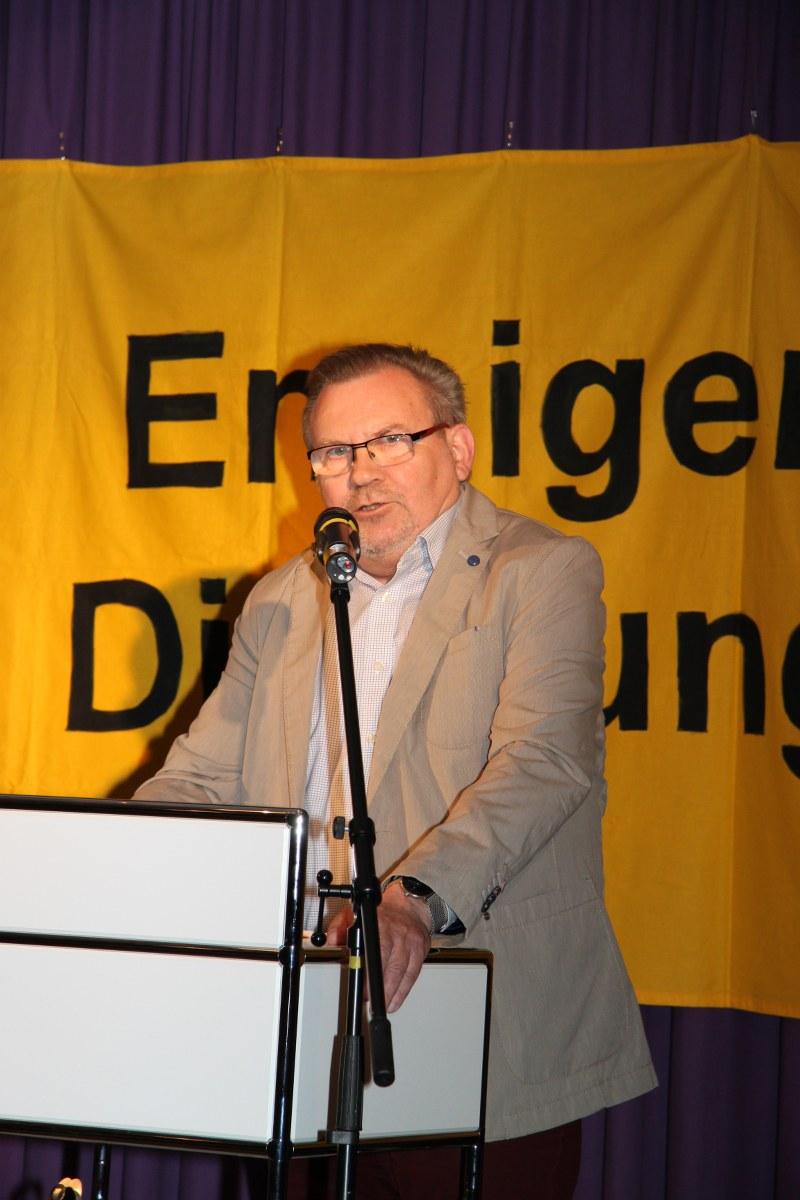 Am Freitagabend haben sechs Hobbylyriker beim Ennigerloher Dichtungsring in der Alten Brennerei gezeigt, dass Poesie in der heutigen Zeit alles andere als eingestaubt ist. Elisabeth Kuhs holte sich den Sieg.
