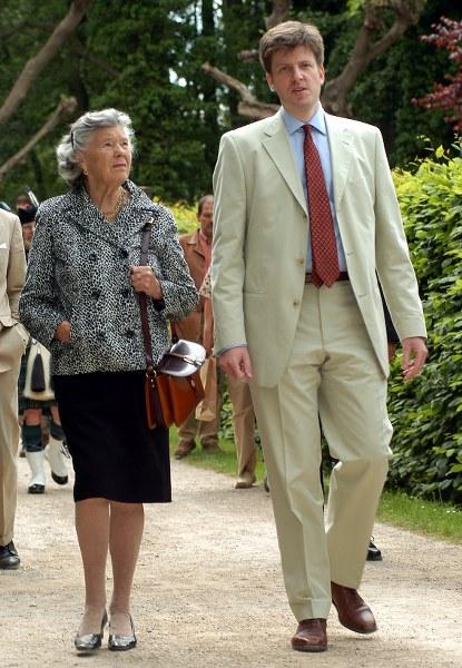 Vor 15 Jahren war die kürzlich verstorbene britische Bestsellerautorin Rosamunde Pilcher auf Schloss Rheda zu Gast. Maximilian Fürst zu Bentheim-Tecklenburg und seine Frau Marissa erinnern sich noch lebhaft an den Besuch im Frühling 2004. Bilder: Werneke, Rollié