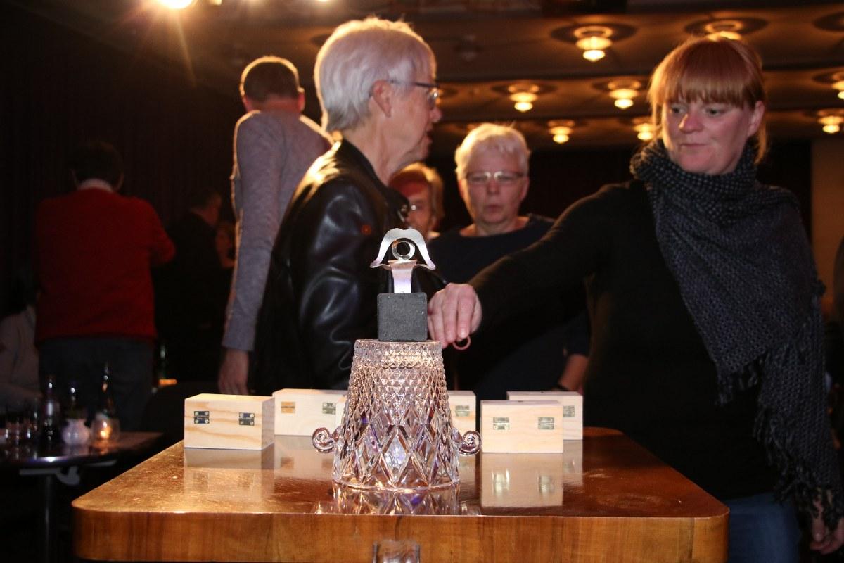 Die 17. Auflage des Dichtungsring hat am Freitagabend in der Alten Brennerei in Ennigerloh stattgefunden. Die Trophäe mit nach Hause nehmen konnte Monika Clever. Bilder Hahn/Hövelmann