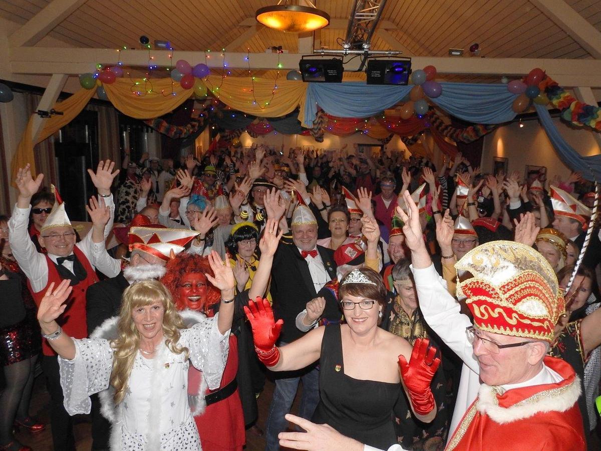 Ausgelassene Stimmung herrschte bei der Narrensitzung der Karnevalsgesellschaft Heckerheide in Marienfeld.