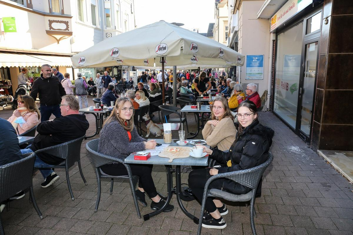Der Mantelsonntag in Beckum war bei bestem Wetter mehr als anziehend. Fotos: Biefang